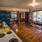 backpackers-hawaii-oahu-north-shore-main-house-interior-2