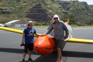 doug_don_mrbills_glider_rides_oahu_backpackers